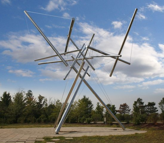 B-Tree II 1981-2006 Kenneth Snelson stainless steel 35 x 38 x 42 ft. 10.6 x 11.6 x 12.8 m. Frederik Meijer Gardens and Sculpture Park. Image Courtesy of the Artist.